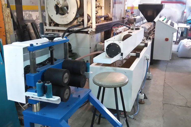 Extrusion line for PP and PE hoses and pipes
