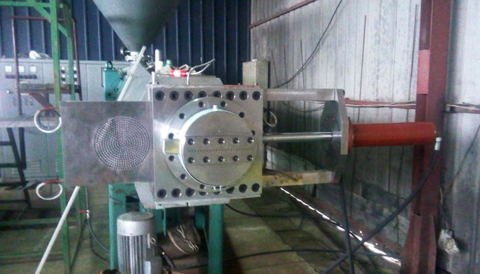 Sieves and heads for the regeneration of plastics